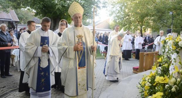 Apostolski nuncij mons. Lingua predvodio hodočasničko misno slavlje u Župi Gospe Brze Pomoći