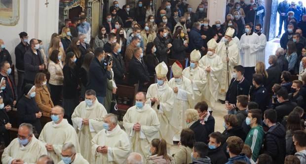 Apostolski Nuncij predvodio slavlje sv. Terezije u Požegi