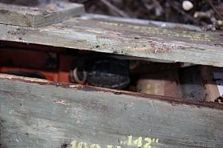 Na divljem deponiju pronađena kutija s bombama i eksplozivom (foto)