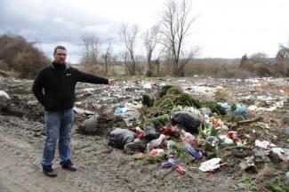 Žalio se na smetlište pa dobio kaznu zbog bacanja otpada