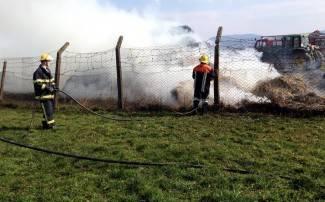 Zapalilo se sijeno kombinata u Trenkovu (foto)