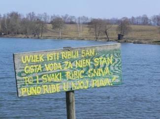 Naguravali se zbog mjesta za pecanje pa upali u jezero