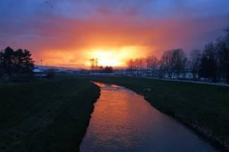 Predivni prizori: Zalazak sunca uz munje iznad nasipa