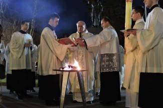Velika subota: Uskrsno bdijenje u požeškoj katedrali