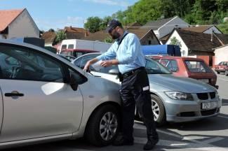 Policija dobila pojačanje: Kazne za krivo parkiranje odsad stavlja i prometni redar