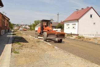 Krenulo asfaltiranje Ulice E. Podubskog, gradit će i novi rotor (foto)