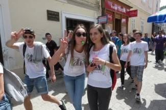 Maturanti prošli kroz centar grada: ¨Bit će pravi dernek, ovo je fantastično!¨ (video)