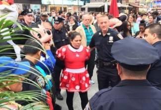 Minnie Mouse i Hello Kitty se potukle zbog napojnica