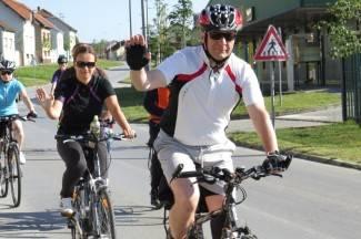 Biciklima do Vukovara: ¨Stat ćemo pred svakom crkvom i pomoliti se¨ (foto)