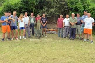 Mještani uz pečenku uređuju selo: ¨Imamo odličan natalitet, 100 djece treba igralište¨ (foto)