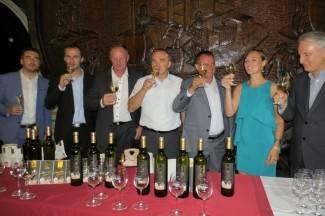 Kutjevo: Punjenje Festivalskog vina