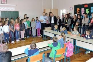 Prvašići sjeli u školske klupe, u Kanižlićevu školu upisan cijeli novi razred