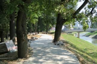 Završeno popločavanje nove šetnice u parku, pogledajte kako izgleda (FOTO)