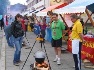 Novinari u Kutjevu kuhaju lovački gulaš, 8.5.2011.