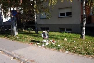 Vaše fotografije: Kantu za smeće uz školu nitko ne prazni danima