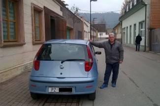 Ostao bez goriva pred svojom kućom, kažnjen za parkiranje dok je išao po benzin
