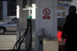 Veličani toče gorivo u Velikoj da bi produljili radno vrijeme crpke
