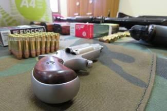 Kod 23-godišnjaka policija pronašla marihuanu, a kod 34-godišnjaka oružje
