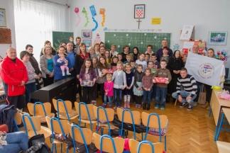 Udruga ¨Tomo Perić¨ darivala djecu istoimene područne škole