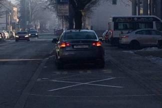 Kad nema mjesta za parkiranje, dobro dođe i ono za školski autobus