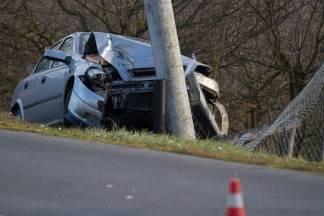 Žena izletjela u zavoju i zabila se Opelom u betonski stup HEP-a (FOTO)