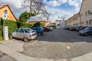 Zašto se naplaćuje parkiranje na neuređenoj parceli?  Iz Grada poručuju: Imamo to u vidu