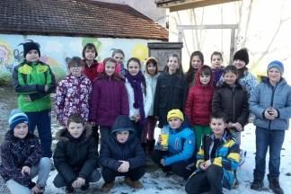 Učenici izradili hranilice za ptice i postavili ih u školskom vrtu