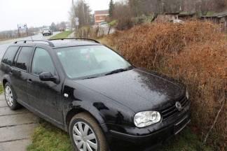 Izgubio kontrolu nad Volkswagenom uslijed kvara na kotaču i završio u živici