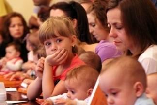 2015. rođeno 942 djece, najčešća imena su Luka i Mia, umrla 1181 osoba