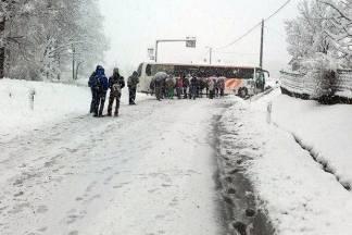 Sreća u nesreći: Autobus s djecom sletio u putni kanal, nema ozlijeđenih