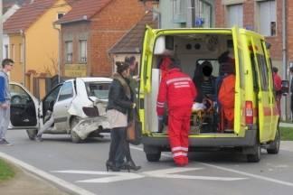 Udarila u stražnji dio automobila: Dvoje ozlijeđenih u prometnoj nesreći u Dervišagi