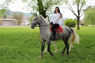 Korini pomažu i Požežani: Na humanitarnoj vožnji konjskim zapregama donirali novac za liječenje