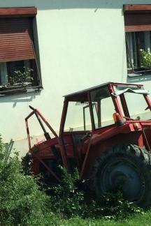 25-godišnjak traktorom sletio s ceste