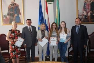 Dodjeljene nagrade za najbolje radove učenika povodom natječaj ¨Kreativni i neovisni¨