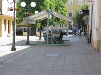 Ukrali stolove i stolice s terase kafića u Lermanovoj