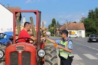 Nije lako tehnički održavati traktor jer ga vožnja po šumi uništava