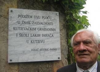 Vratio se u Kutjevo i postavio spomen ploču lakim jahačima