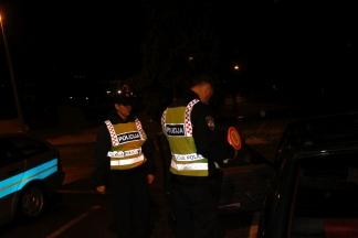 Pijan i bez vozačke dozvole upravljao vozilom, noć proveo u policiji