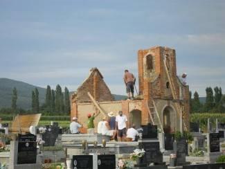Srušili kapelicu da bi podigli križ i spomen obilježje