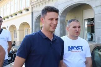 Božo Petrov: HDZ i SDP obećavaju bajke i nebuloze kao što je smanjenje PDV-a