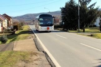 Još ništa od autobusnih stajališta u Završju: Čitatelj: ¨Djeca čekaju autobus na cesti ili u jarku¨.
