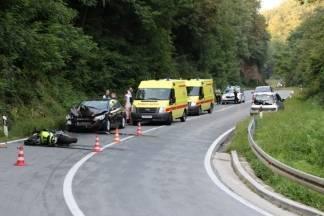Nedjeljna vožnja umalo završila kobno: Motociklist se izravno sudario sa osobnima automobilom