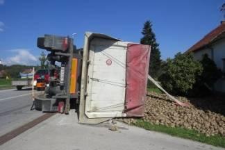 Prevrnuo se kamion u Pleternici