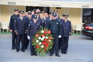 Dan policije - Polaganje vijenca ispred Spomen obilježja smrtno stradalim hrvatskim braniteljima