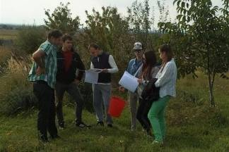 Grupa mladih Požežanki i Požežana posjetila OPG Livak u Kutjevu