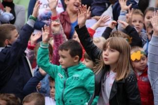 Nastupi i recitacije najmlađih ispred Gradske kuće