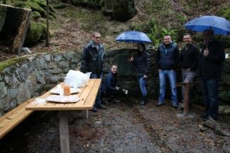 Osmero mladih iz Dobrovca s mještanima uredili zapušteni izvor vode
