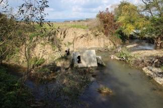 Fekalije iz kanalizacijske cijevi cure direktno u Veličanku
