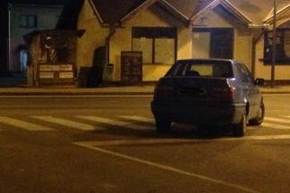 Parkirao nasred ceste pokraj praznog parkinga