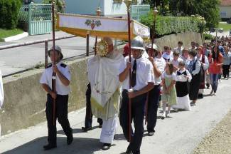 Tijelovska procesija u Kaptolu